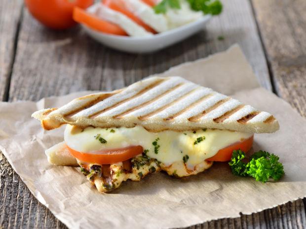 Gegrilltes Sandwich Mit Tomate